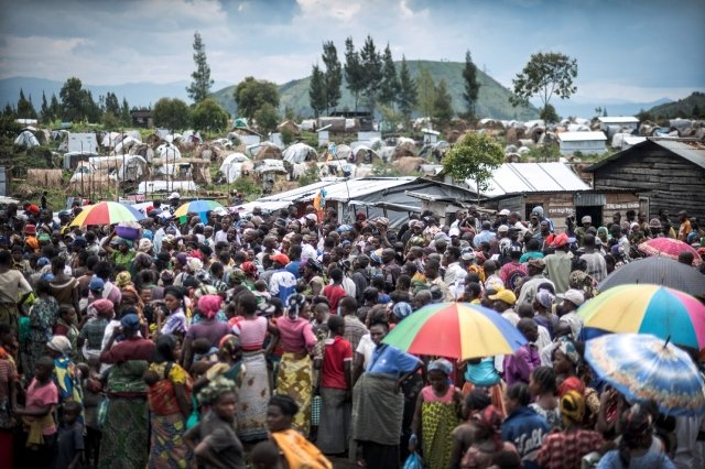 Thousands are waiting for food distribution. Mugunga 1, Goma, North Kivu. Democratic Republic of Congo