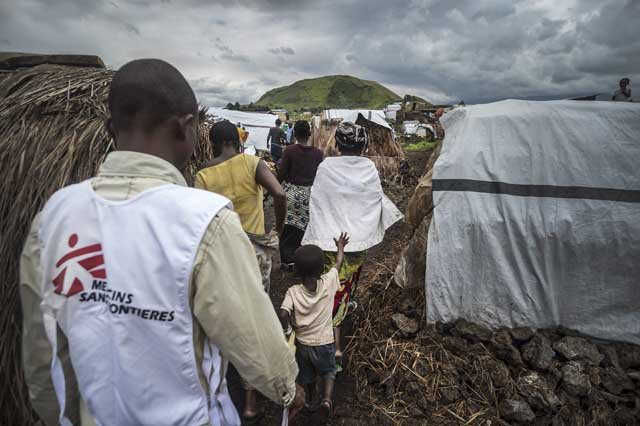 MSF staff member doing an assessment in the camp, finding out health issues of the displaced by interviewing mothers and screening the children. Mugunga 1, Goma, North Kivu.