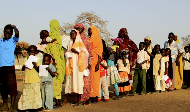 South Sudanese lining up to be vaccinated against cholera.