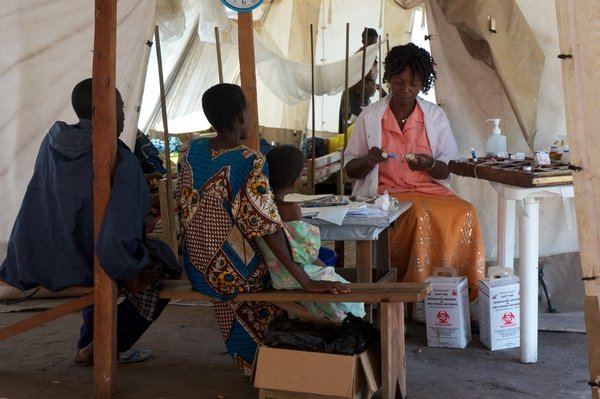 MSF treating malaria and measles
