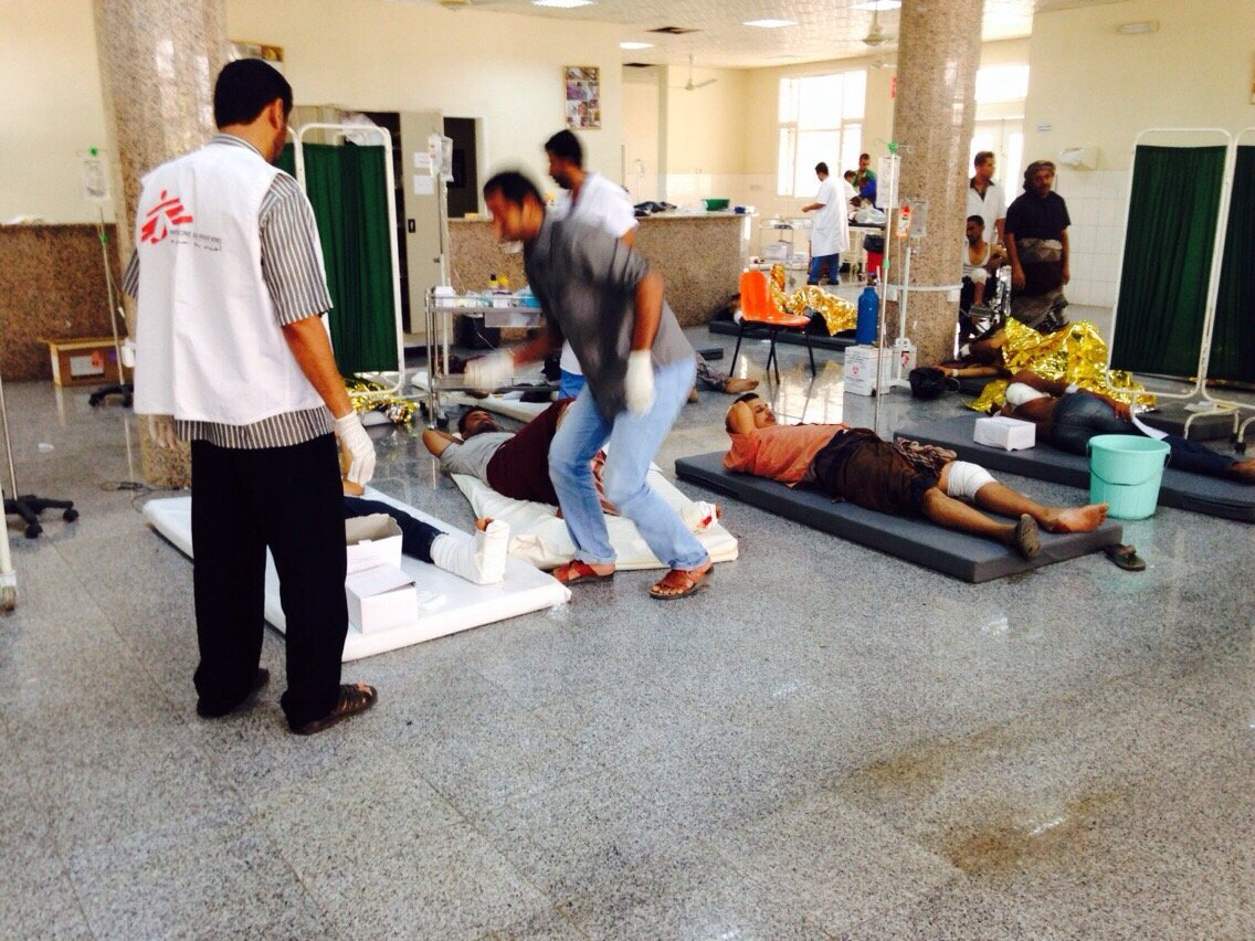 A large number of people were admitted to the hospital which was full of wounded. Photo: MSF
