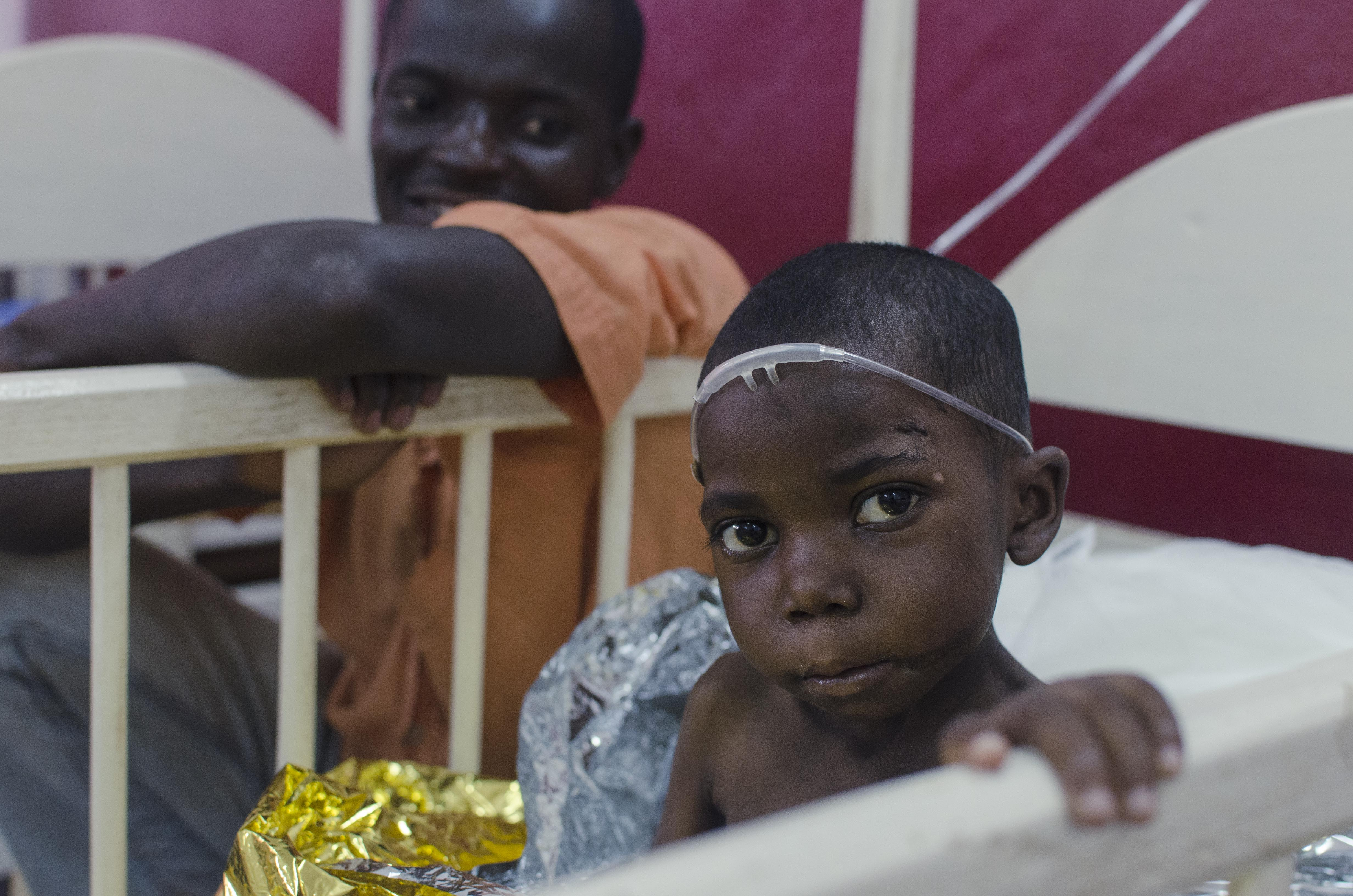 Tatiana arrivedat a hospital in Carnot suffering from acute malaria. Photo: MSF