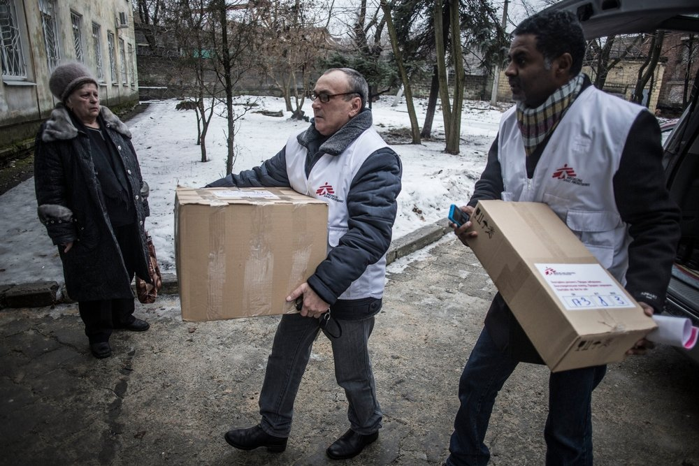 MSF staff deliver medicines, to treat chronic diseases, to Hospital no.6 in Donetsk, Ukraine. Photo: Manu Brabo