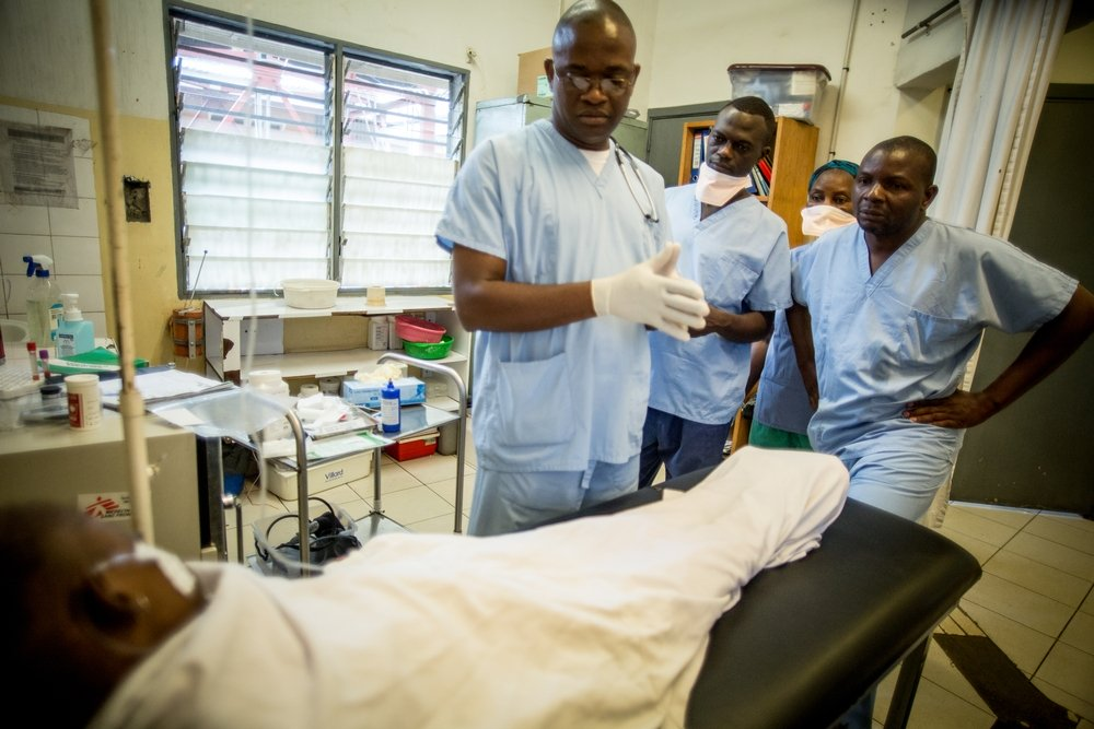 Doctors treat a HIV positive patient in the DRC. Photo: Rosalie Colfs