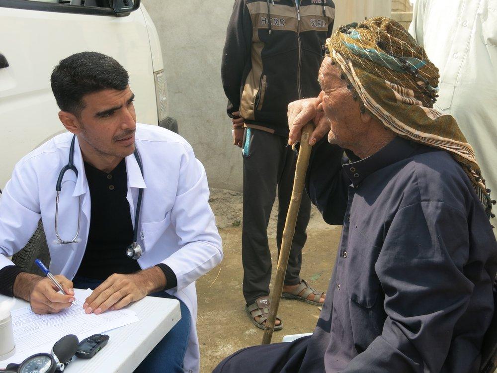 An old man comes to MSF mobile clinic in Shurawa Hama Gerib, a Kurdish village. Photo:Gabriella Bianchi
