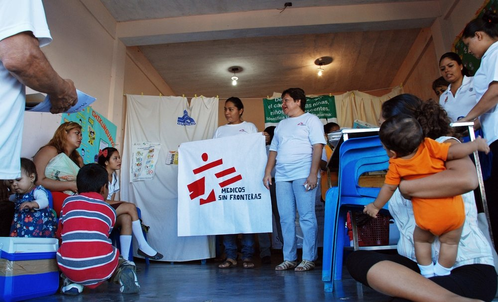 MSF information session in one of the health centers in Colonia Jardín district. Photo: Analia Lorenzo
