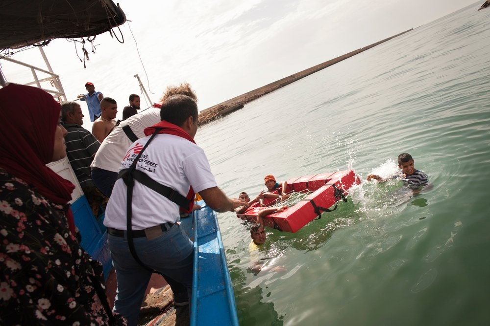 Practical demonstration during the training on how to rescue people and use rescue material as MSF train Tunisian fisherman on how to rescue people at sea. Photo: Albert Masias