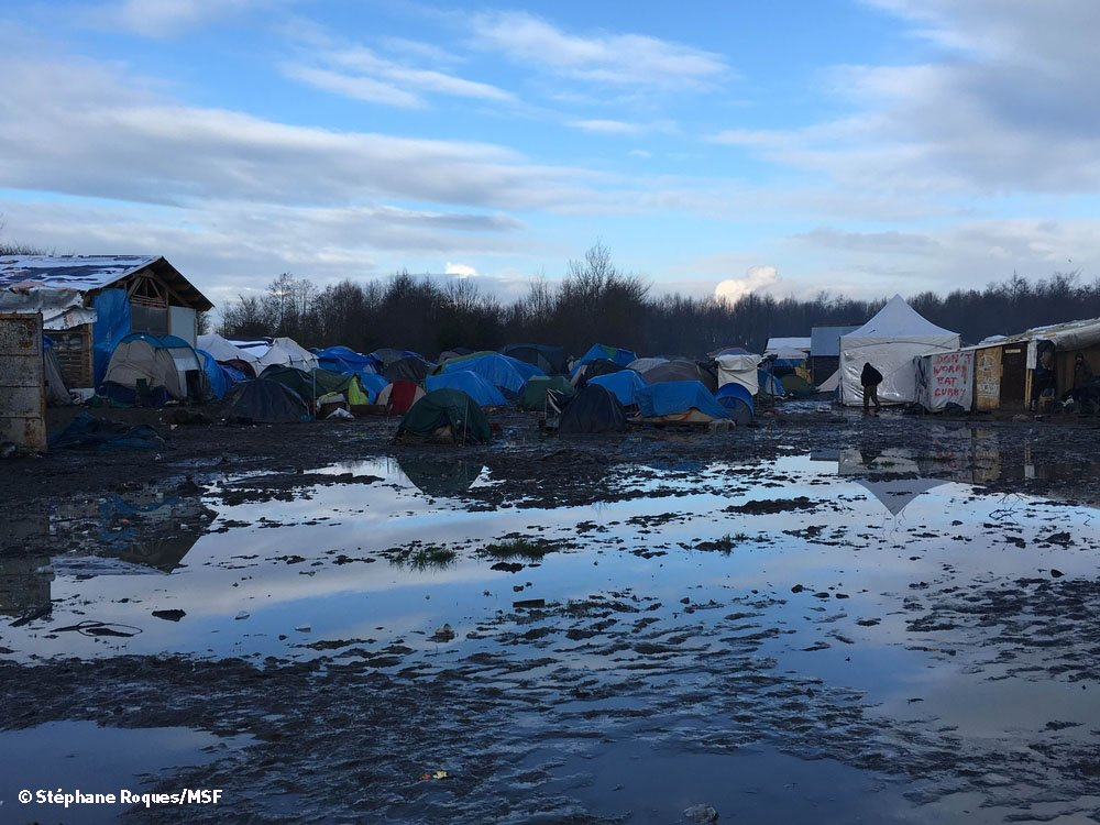 The mayor of Grande-Synthe sought the assistance of MSF to bring dry and warm conditions to the migrant since the State did not respond to its requests.
