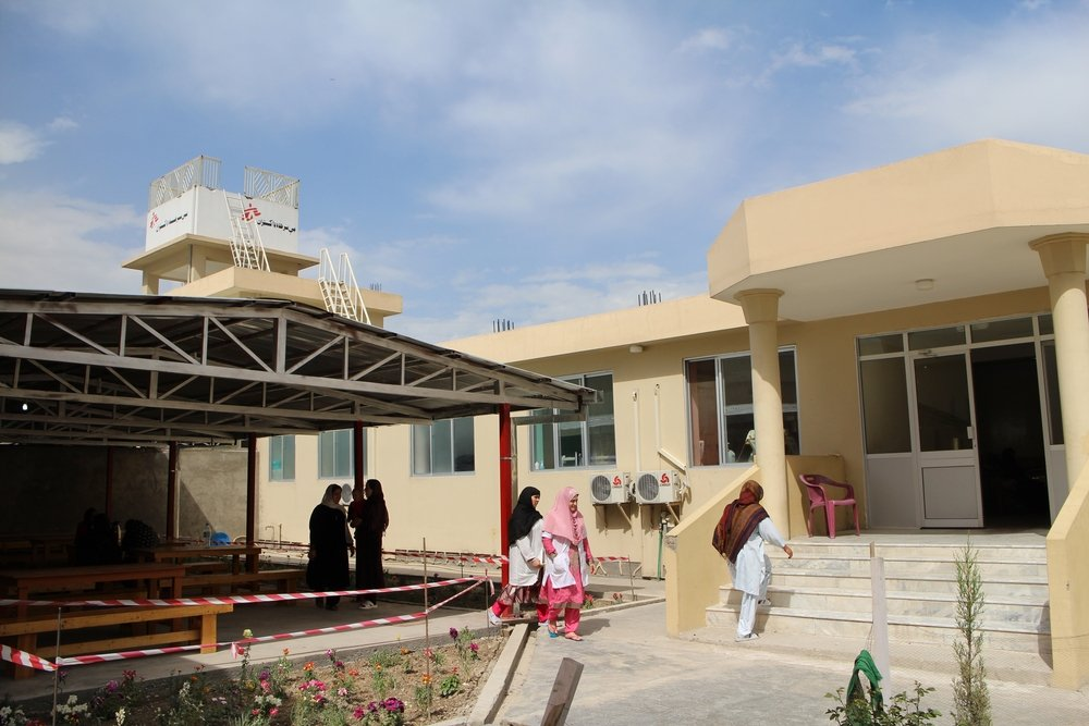 In the MSF Khost maternity, an all-female team of Afghan medical staff has been recruited to work alongside female international medical colleagues.