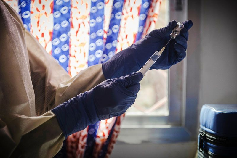 MSF staff prepares a dose of the rVSV-EBOV experimental vaccine against Ebola