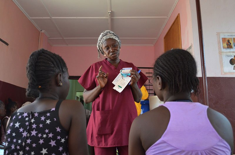 Safe abortion: ​  Health promoter Adèle explains the methods of contraception available to women and couples at the Gbaya Ndombia maternity clinic in PK5, Bangui.   ​