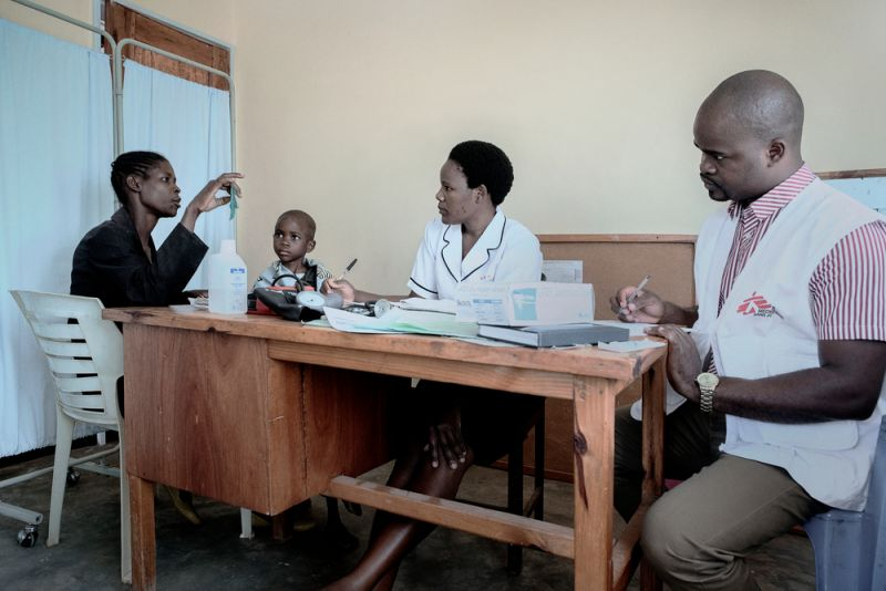 Gloria Chipasula and her mother Teleza James sit in Milepa Health Centre's consulting room as MSF mentor Charles and Ministry of Health's nurse Violet Banda.