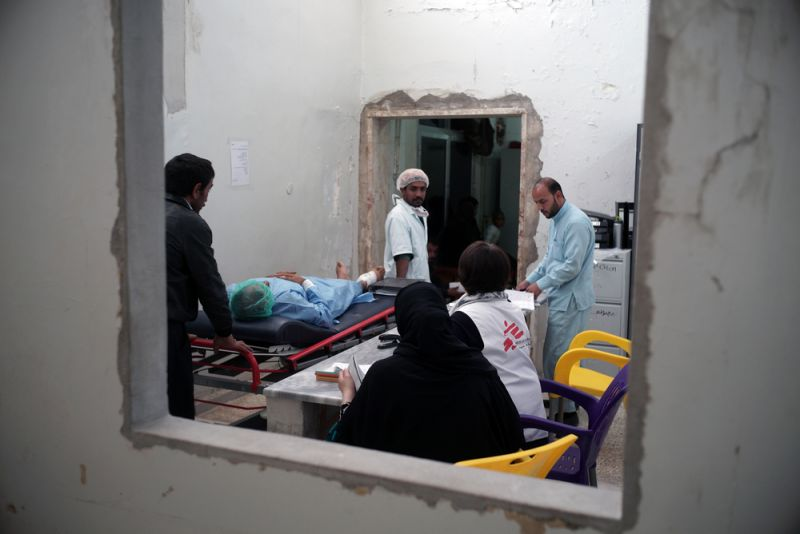 MSF medical team is transferring a patient for the operation theatre. MSF supports two operation theatres in Tal Abyad hospita