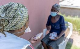 Patient (Phenduka Mtshali) infected Drug Resistant Tuberculosis (DR-TB), at her home in Mbongolwane, South Africa speaking with our MSF fieldworker, Jabulile.