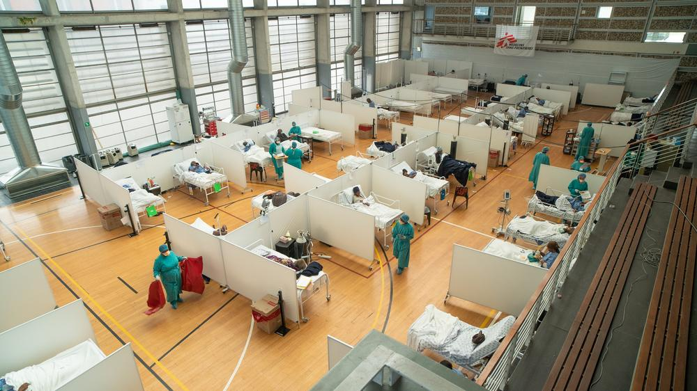 The 60-bed Khayelitsha Field Hospital was developed by MSF to support the nearby Khayelitsha District Hospital. Western Cape, South Africa