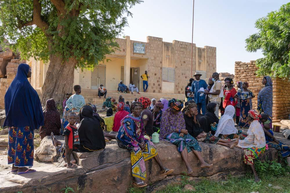 Having fled, these displaced people await their turn for a free consultation with MSF. In these consultations, the health workers give them advice on mental health, using illustrated materials. Picture taken in the Bandiagara Circle, central Mali.