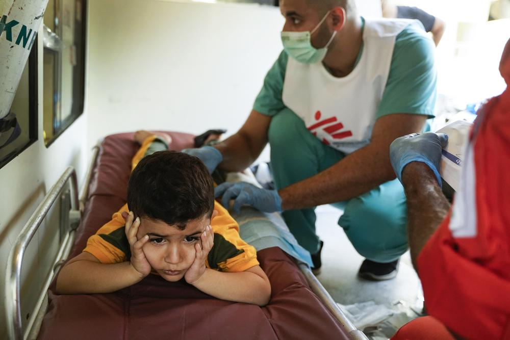 Four-yearl-old Hamza is receiving wound care treatment in the MSF medical point in Karantina, Beirut.