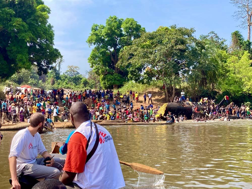 A picture of MSF staff crossing the Mbomou river to reach Ndu, in DRC, where thousands of people from the Central African Republic sought refuge
