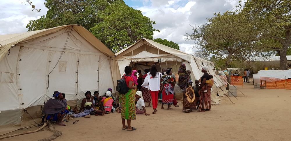 A picture of MSF staff outside the 25 de Junho Camp in Mozambique